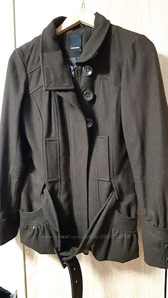 Красивое короткое пальто тёмно-шоколадного цвета