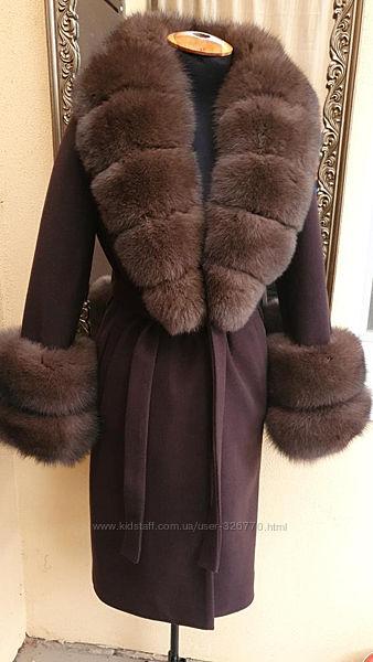 Теплое шерстяное пальто с мехом песца