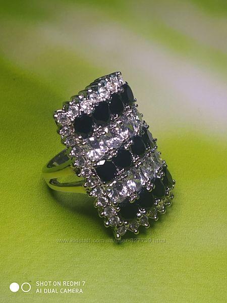 Красивое кольцо с черно-белыми стразами, р.18, арт.0105002