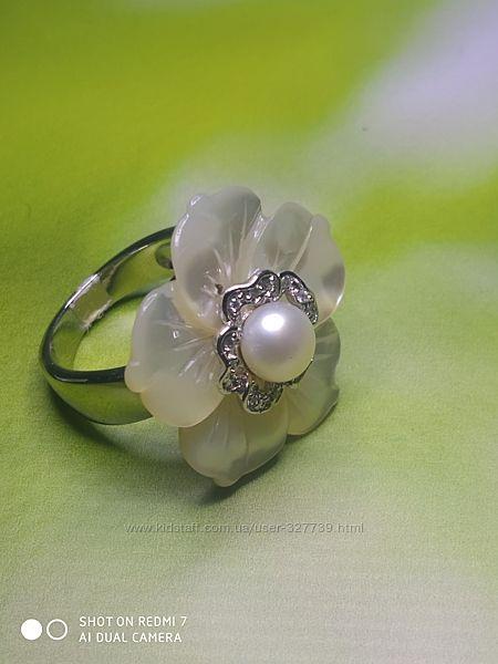 Нежное кольцо в виде цветка , арт.0105006, р.17