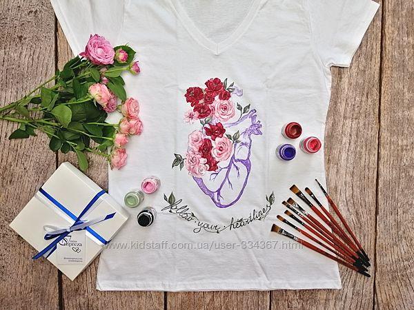 Футболка с ручной росписью Сердце с цветами, размер S