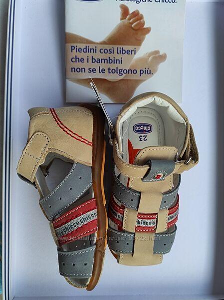 Новые кожаные босоножки Chicco 22 и 23 размер