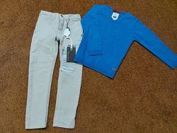 Модный лук на мальчика от Zara свитер и зауженные джинсы колготы подарок