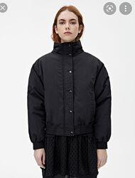 Чорна куртка бомбер pull&bear s