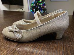 Напядні туфлі доя дівчинки