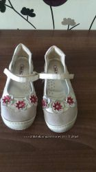 Продам  белые туфли р. 30