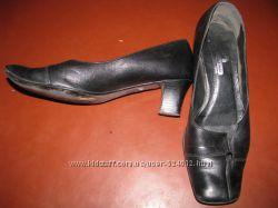 Черные туфли на каблучке