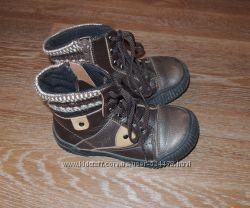 Продам демисезонные ботиночки Tiranitos для мальчика 26-го размера