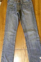Фирменные джинсы H&M в отличном состоянии рост 152см38р.