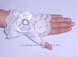 Нарядные ажурные перчатки-митенки для девочек Белые