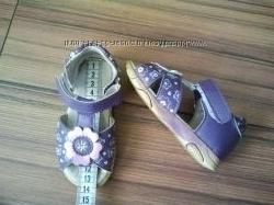 Обувь на девочку разная