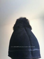Шапка женская теплая, декорированная натуральным кроликом. Новая