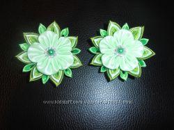 пара зеленых цветочков