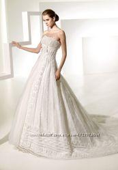 новое свадебное платье хороший торг, фата и перчатки в подарок