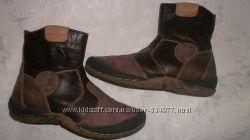 очень удобные и качественные сапожки-ботинки. на молнии. р. 34-35