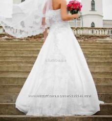 Продам очень красивое свадебное платье сатин-атлас, кружева, размер 42-44