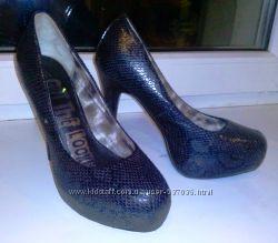 шикарные туфли со змеиным принтом 38, 5 размер от new look