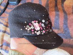 Стильная шапка с козырьком на осень-зиму
