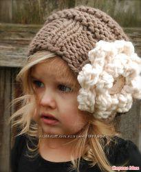 Модная шапка с цветком