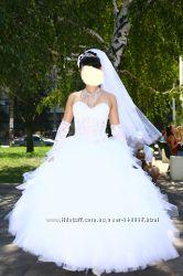 Свадебное платье с прозрачным удлиненным корсетом и много подарков