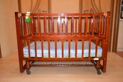 Детская кроватка с системой укачивания в отличном состоянии