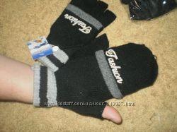 В наличии перчатки. Унисекс. Очень удобные. Стильные.