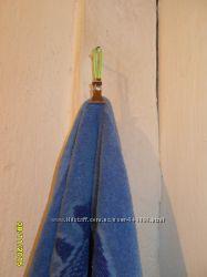 Прищепки, клипсы для полотенец,  очень удобно чтоб не спадало с крючка