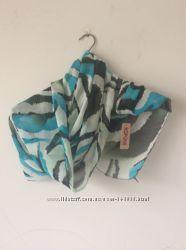 Тигровый шарф, яркой бирюзовой расцветки.