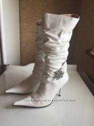 Белые свадебные сапоги со стразами 37 размер