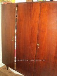 Продам шкаф из натурального дерева в хорошем состоянии.