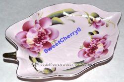 Блюдо TANGEN нежно-розовое в форме листика керамика