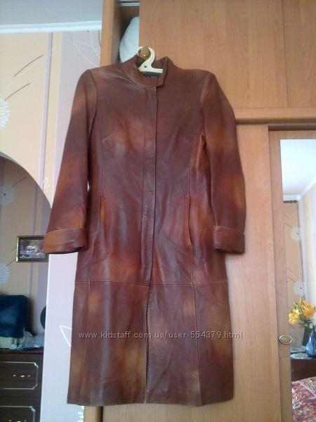 Продаю женское кожаное демисезонное пальто 46р.