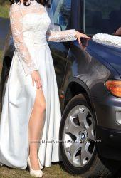 Необычное двойное свадебное платье с разрезом