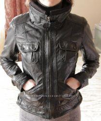 Продам женскую кожаную куртку Bershka