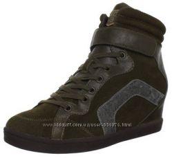 Сникерсы Skechers Womens Three-Booster Fashion Sneaker р. 10US-27см