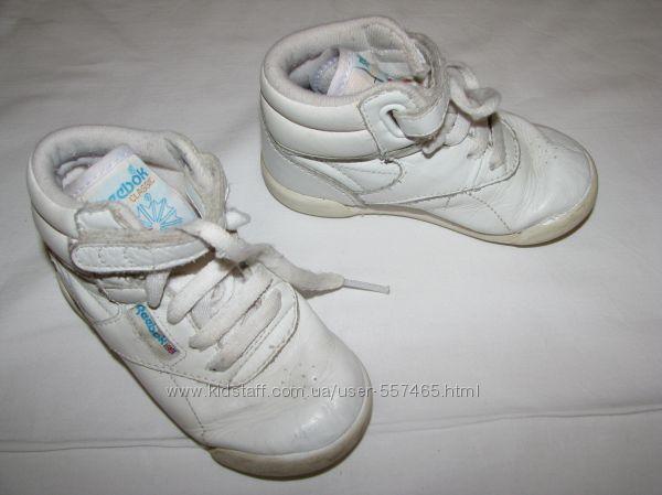 Комфортные кожаные белые ботиночки Reebok. Унисекс. Размер 22.