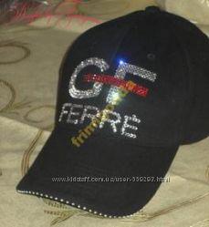 Стильные кепки GF FERRE со стразами Swarovski. Цвет кепки на выбор