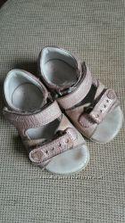 Ботинки и сандалии 19 и 21 размера на девочку