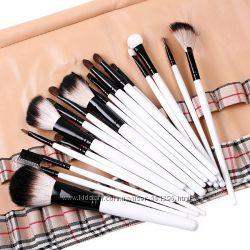 Набор профессиональных кисточек для макияжа 20 шт. в клетчатом чехле