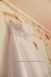 Продам свадебное платье белое на шнуровке 42-44р.