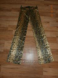 Леопардовые  штаны  на стройную девушку
