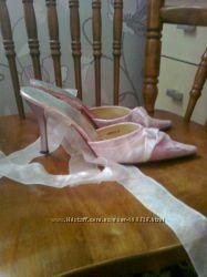 Нежно-розовые шлепки-туфли на завязках фдешево