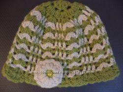 Красивенькая вязаная шапочка