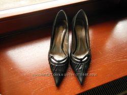 Продам нарядные кожаные туфли р. 38