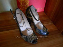 Очень красивые туфли 38 на 37 размер 24 см
