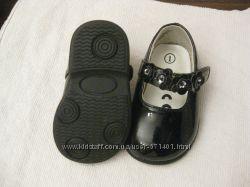 Продам наши первые праздничные туфельки