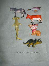 Фигурки животных  и магнитики на холодильник