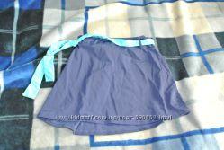 Пляжная юбка под купальник темно-синего цвета с бирюзовым пояском.