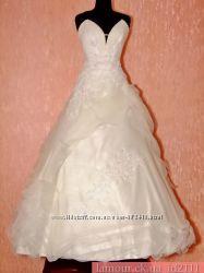 Очень красивое свадебное платье цв. шампань. Распродажа