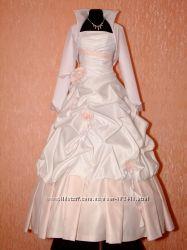 Шикарное свадебное платье с белой и розовой тафты. Распродажа